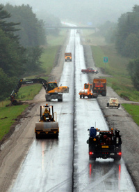 Construction goes on in the rain on the northbound side of I-295 in Richmond, Maine. (Robert F. Bukaty/AP Photo)