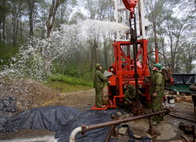 A drilling team from Minard Run Oil Company pulls out a steel pipe during a hydraulic fracturing operation at a natural gas well in Pleasant Valley, Pa.  A bill proposed in the New York State Assembly could prevent the fracking process from being used within the New York City watershed. (Robert Nickelsberg/Getty Images)