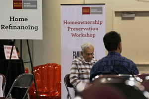 Homeowners waiting to meet with Wells Fargo employees during a free workshop for customers facing mortgage payment challenges on April 26, 2010, in Oakland, Calif. (Justin Sullivan/Getty Images)