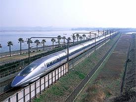 JR West 500 series superexpress train. Photograph taken by BakaOnigiri/WikiCommons.