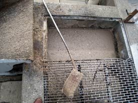 The traps that collect solid waste at the Clairton sewage treatment plant have to be cleaned out periodically with shovels. (Joaquin Sapien/ProPublica)