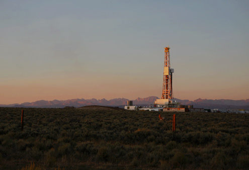 A drill rig near the town of Pinedale, Wyo. (Credit: Abrahm Lustgarten/ProPublica)