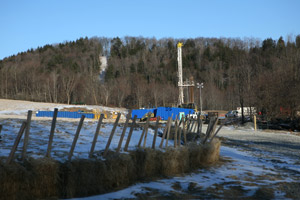 A drill site in Dimock, Pa., February 2008 (Abrahm Lustgarten/ProPublica).