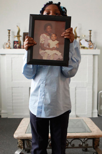 Artiejah Williams, 7, holds an old family photo of her dead mother Tameka WIlliams with Tameka's mother Carlina (Artiejah's grandmother) on Thursday, Jan. 29, 2009.  Tameka Williams died in 2007 while under care after spending more than a week at Riveredge Hospital, a psychiatric hospital in Forest Park.  Carlina now cares for the children. (Chris Walker/Chicago Tribune)