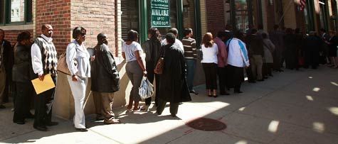 Job seekers wait in line for a job fair June 4, 2009 in Chicago, Ill. (Scott Olson/Getty Images)