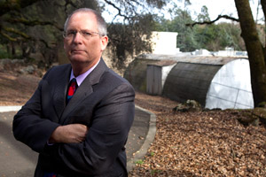 Private investigator Chris Reynolds outside the Sonoma County Coroner's Office. While working for a defendant in a homicide case, Reynolds uncovered some of the previous mistakes made by Dr. Thomas Gill. (Deanne Fitzmaurice for California Watch)