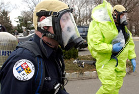 "HAZMAT team members prepare to enter a ""hot"" area during ""TOPOFF3,"" a simulated biological terrorism drill created by the US Department of Homeland Security, in Union, New Jersey, April 4, 2005. (Chip East/Reuters)"